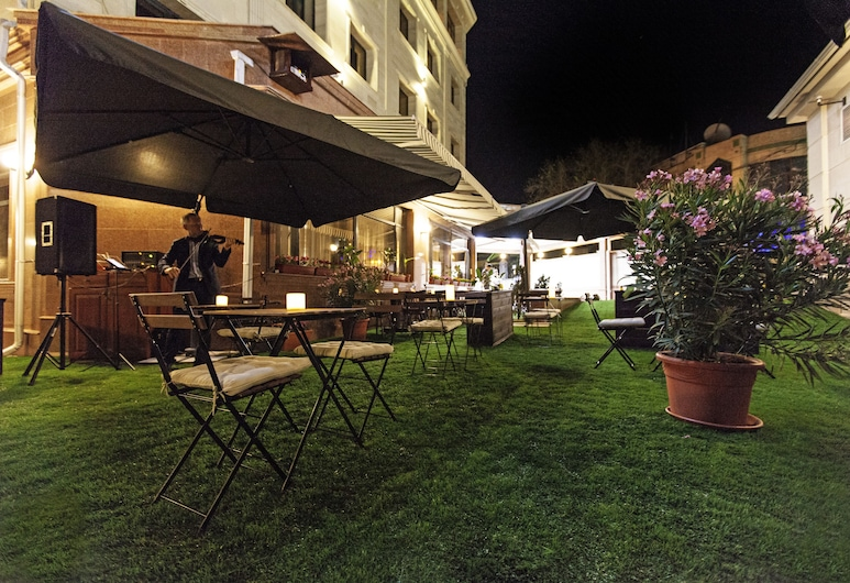 Hotel Alma, Almaty, Terraza o patio