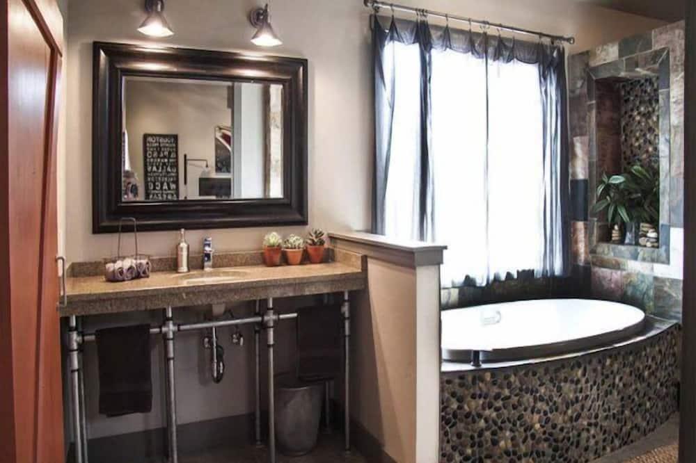 Cottage, 1 Bedroom, Non Smoking (Double Deer Ranch: Coyote) - Bathroom