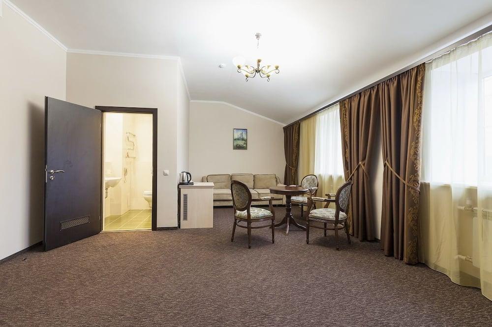 Junior Suite, 1 Bedroom, 2 Bathrooms - Living Area