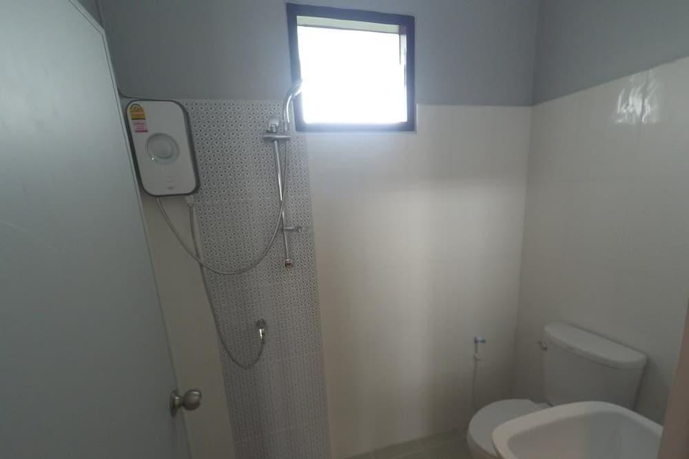 Standard Room with Fan - Badezimmer
