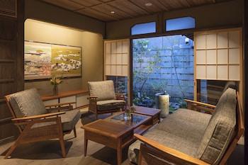 Picture of Kiyomizu Gojo Sumitsugu in Kyoto