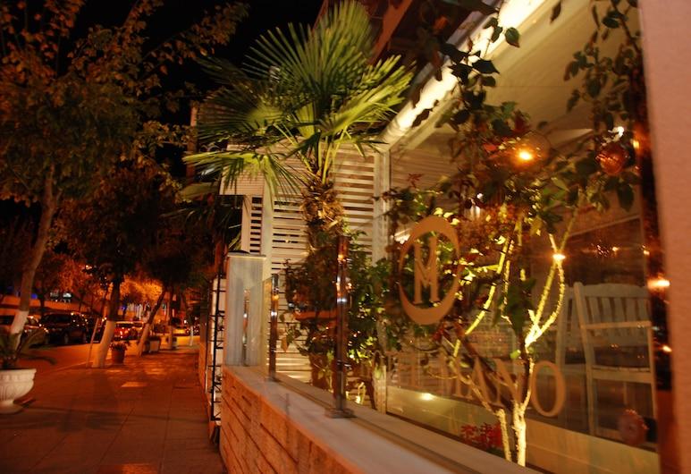 Hotel Mano, Sarandë, Hotel Bar