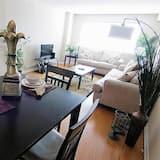 شقة عادية - غرفة نوم واحدة - تناول الطعام داخل الغرفة
