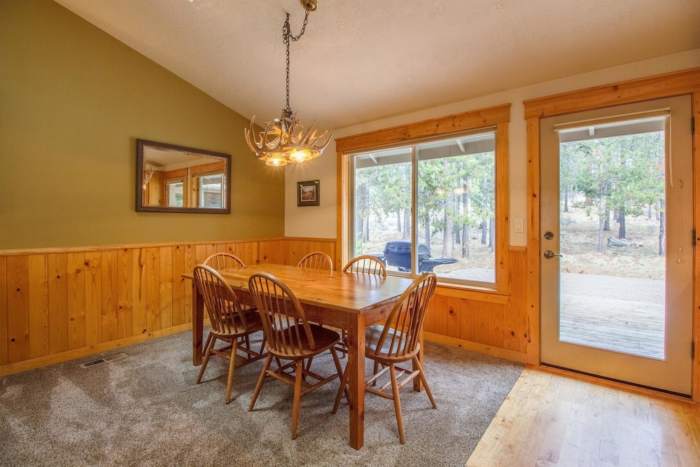 Whistler 2, Bend, Family Apartment, 3 Bedrooms, In Room Dining