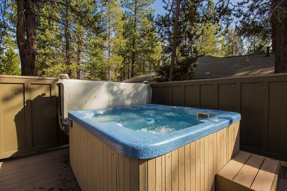 Family Apartment, 4 Bedrooms - Outdoor Spa Tub