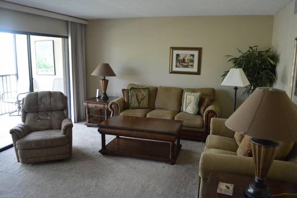 Komforta māja, trīs guļamistabas, skats uz baseinu - Dzīvojamā zona