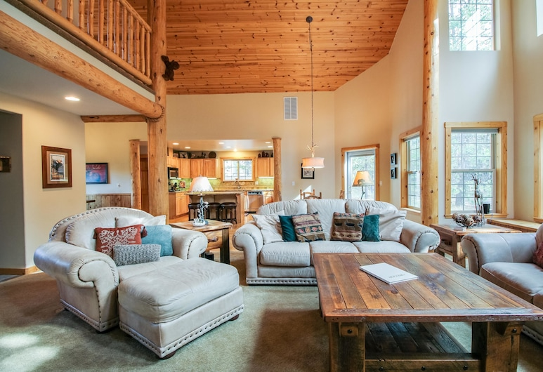 Vine Maple 21, Bend, Family Apartment, 5 Bedrooms, Living Area