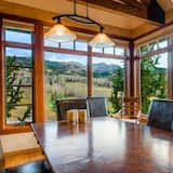 Family House, 5 Bedrooms, Mountainside - In-Room Dining