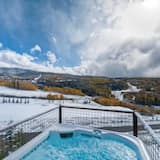 Family House, 5 Bedrooms, Mountainside - Outdoor Spa Tub