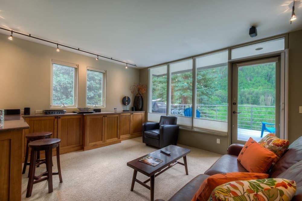 Family Condo, 1 Bedroom, Mountainside - Living Area