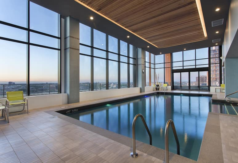Holiday Inn Hotel & Suites Montreal Centre-ville Ouest, Montreal, Pool
