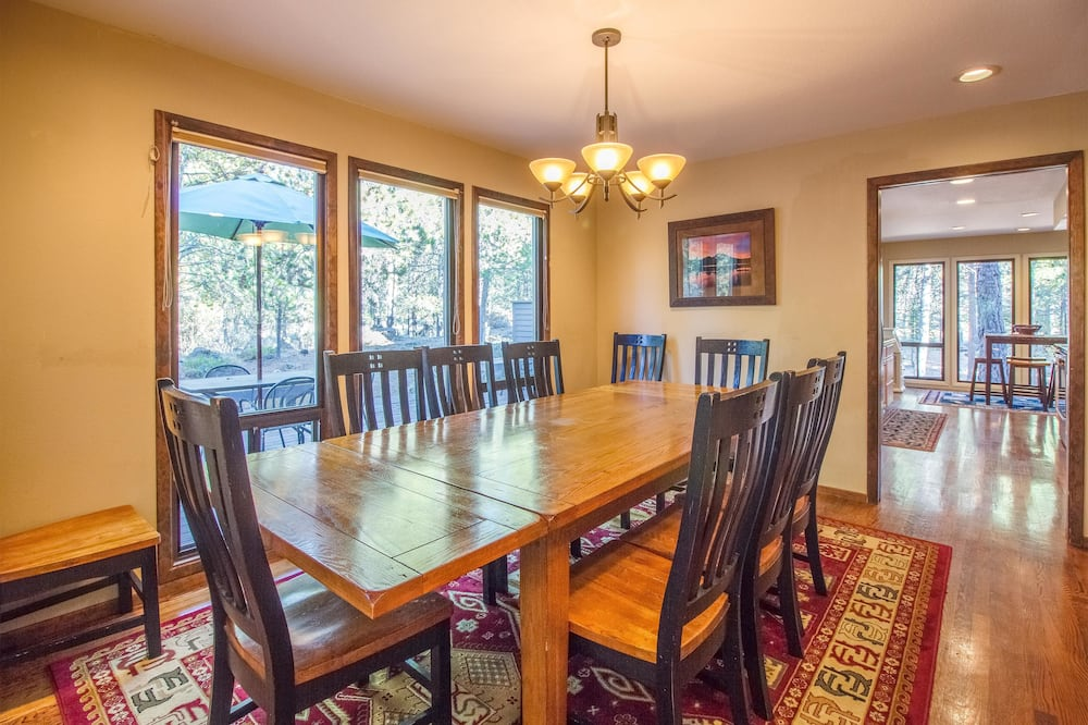 Family Apartment, 5 Bedrooms - In-Room Dining