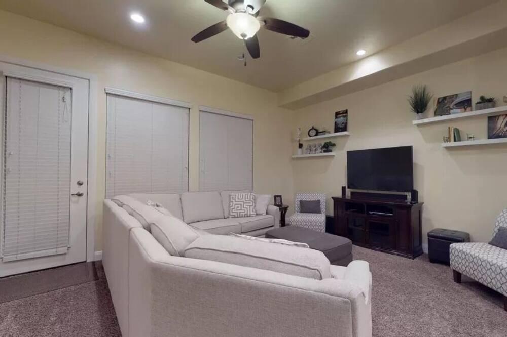 Hus - 4 soveværelser - udsigt til pool - Stue