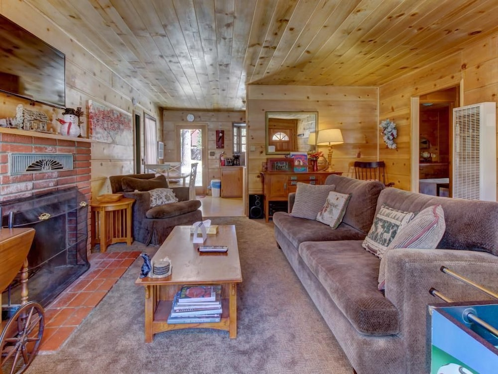 vacation hostel cabin fun adventure lodge bear rentalsbig and porch hostels authentic lake cabins big snow mountain
