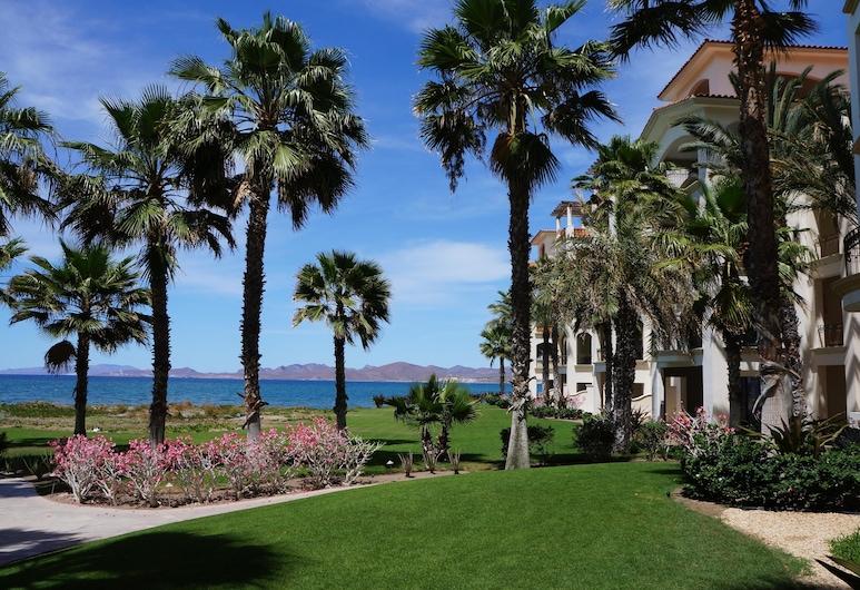 Paraiso Del Mar Resort PDM B203 1 Bedroom Condo by Seaside La Paz, Ла-Пас, Квартира «Делюкс», 1 спальня, вид на океан, с выходом к бассейну, Территория отеля