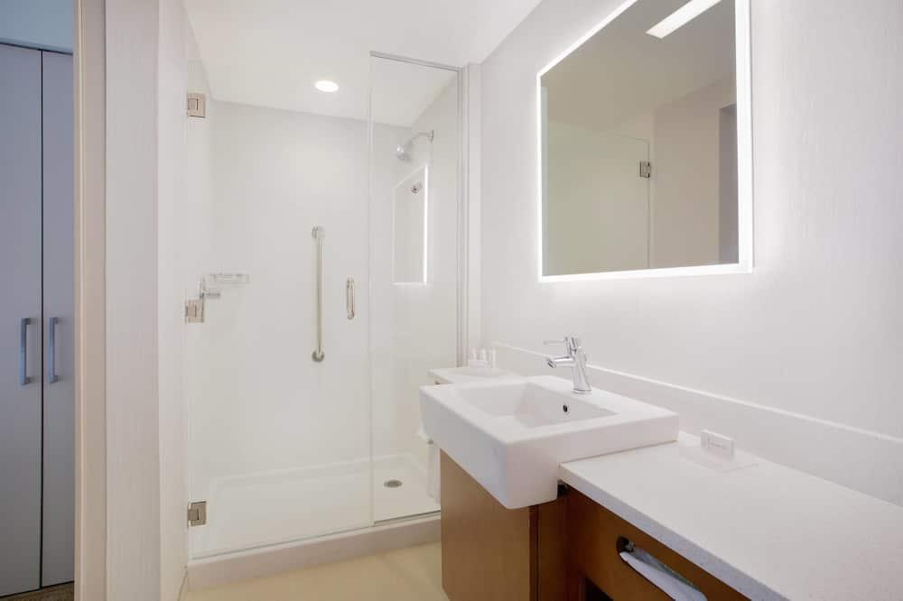 Люкс, 2 двуспальные кровати «Квин-сайз», для некурящих - Ванная комната