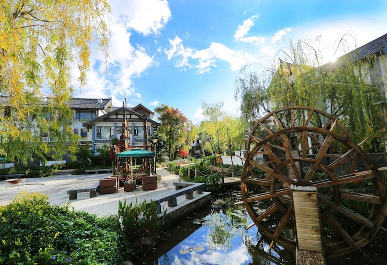 Lijiang Patio Luxury Hotel and Resort, Lijiang, Cour