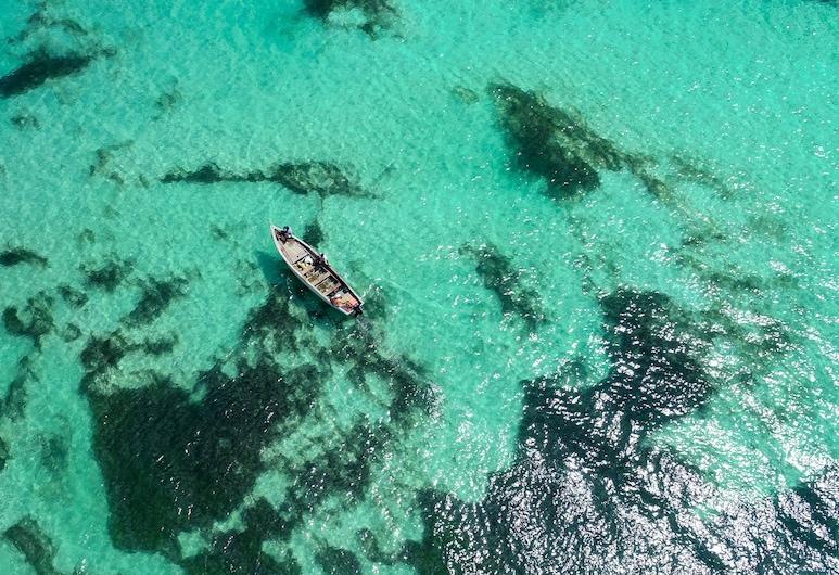 La Case Creole Beachfront Villa by StayMauritius, Roches Noires, Vistas a la playa o el mar