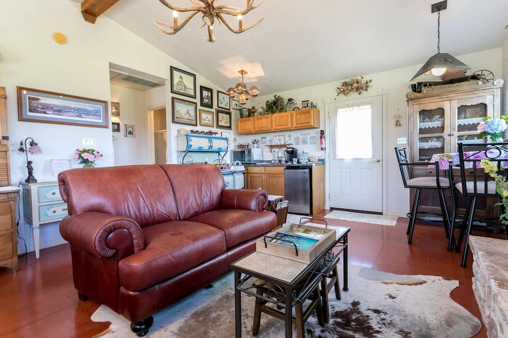 Standard Room, 1 King Bed (Peaceful Hills) - Living Area
