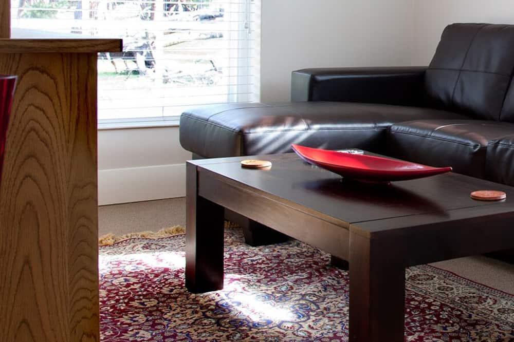 Family Suite, 2 Bedrooms (Bluegum) - Living Room