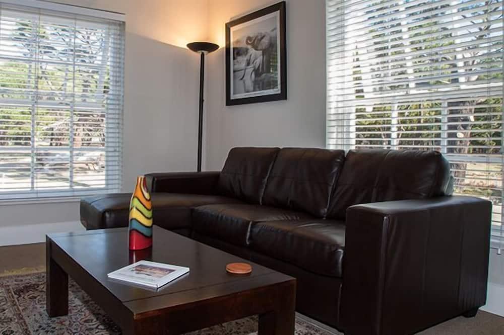 Family Suite, 2 Bedrooms (Bluegum) - Living Area