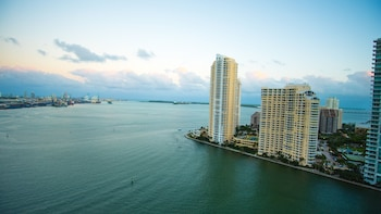 Fotografia do Bayfront Suites by YouRent em Miami