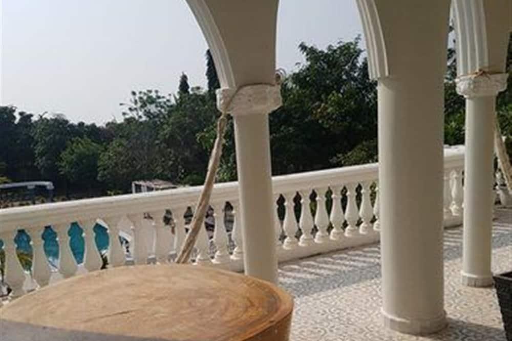 Twin Beds - Balkon