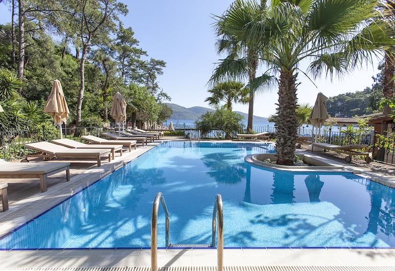Baga Hotel, Ula, Pool