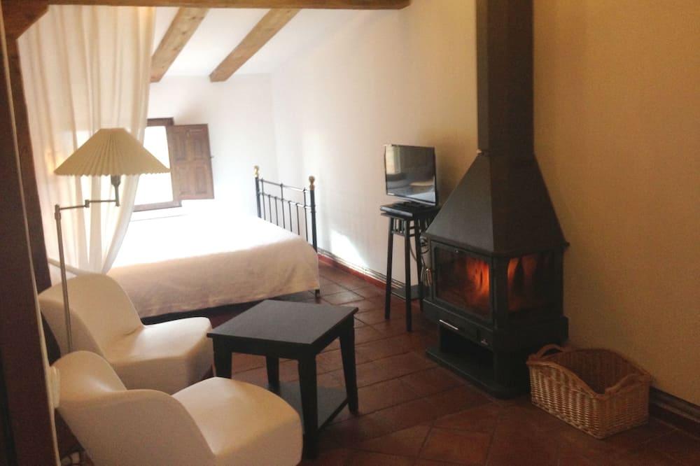Двухместный номер с 1 двуспальной кроватью, гидромассажная ванна, вид на горы (Lilo) - Гостиная