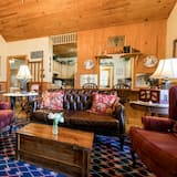 كوخ (Crepe Myrtle Cottage) - غرفة معيشة