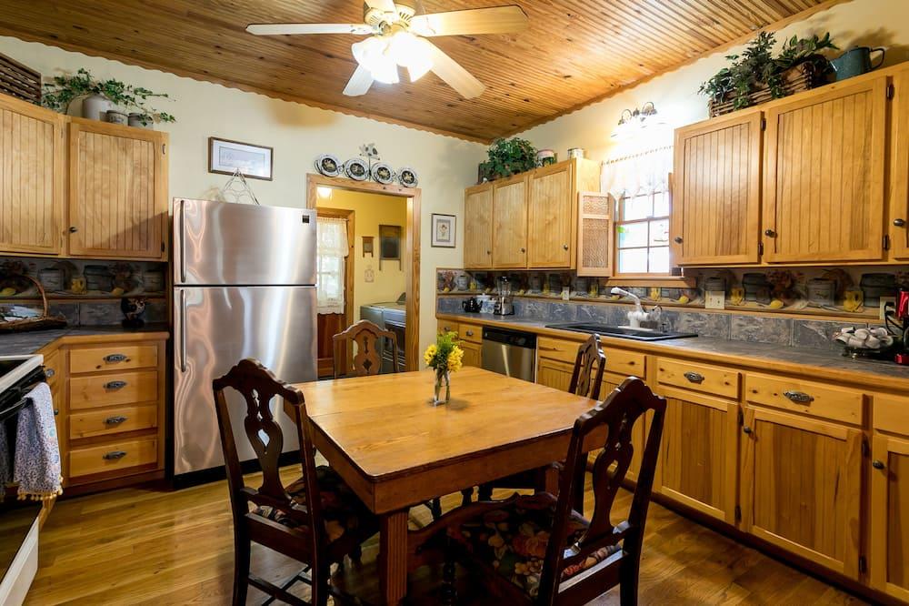 كوخ (Crepe Myrtle Cottage) - تناول الطعام داخل الغرفة