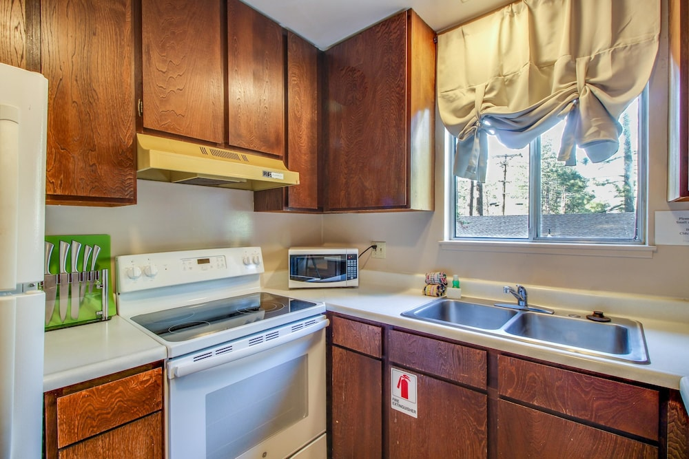 Book Spruce Grove Pioneer Cabin Condo in South Lake Tahoe | Hotels.com