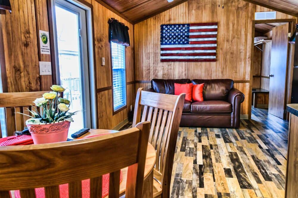 Large Cabin  - Living Area