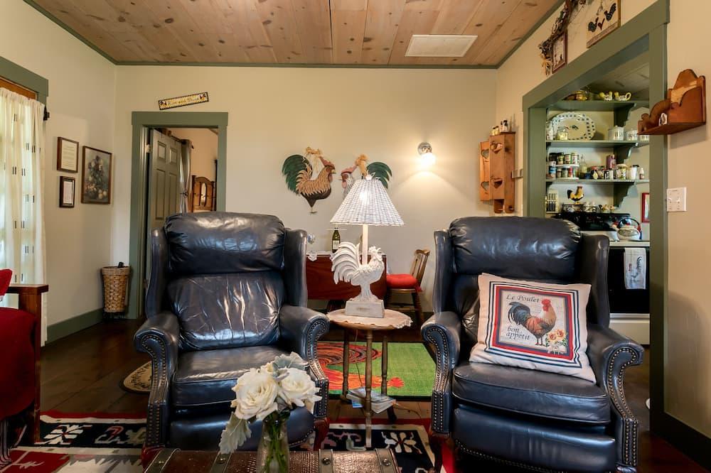 Ev (Rooster Springs) - Oturma Alanı