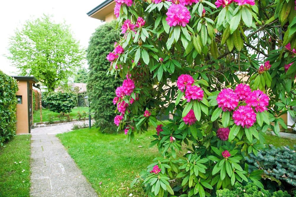 Huoneisto, 2 makuuhuonetta, Terassi, Näköala puutarhaan - Puutarhanäkymä