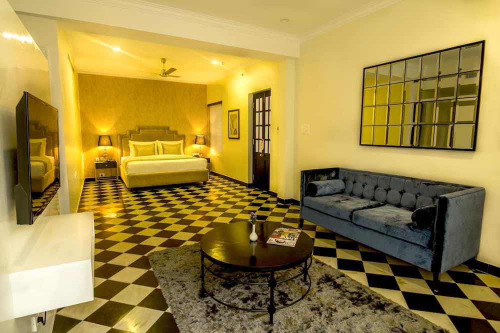 Luxury Suite, 1 Bedroom, Bathtub - Living Area
