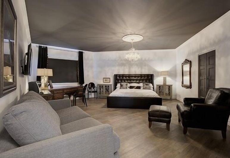 Hôtel Historique Route 66, Saint-Victor, Suite, 1 King Bed with Sofa bed (Quebec), Living Area