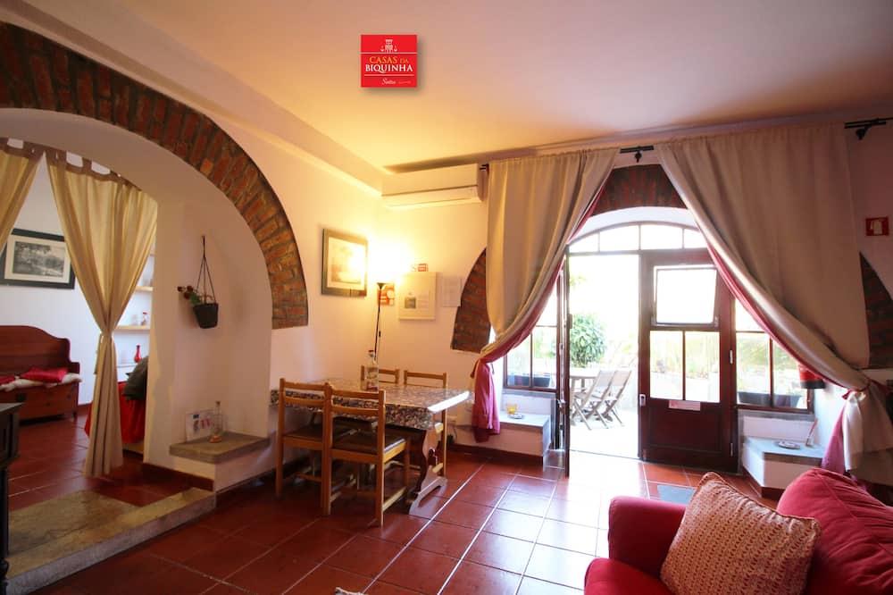 Apartment, 2 Bedrooms, Terrace (Rua Gil Vicente nº20 Cv Dta) - Living Room