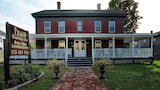 Reserve this hotel in Palmer, Massachusetts