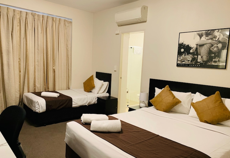 Hotel St Leonards, Greenwich, Family Triple Room, Guest Room