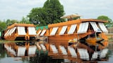 Choose this House boat in Srinagar - Online Room Reservations