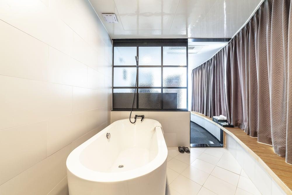 Deluxe tweepersoonskamer, 1 slaapkamer, Uitzicht op de stad - Badkamer