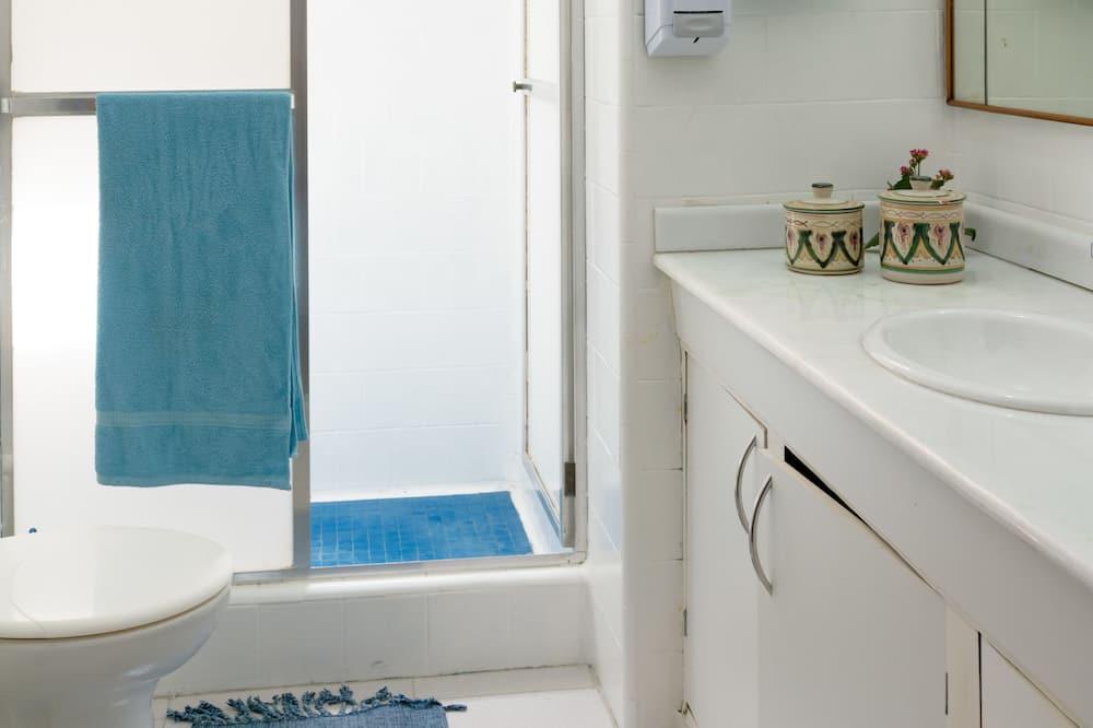 Shared Dormitory, Men only, Shared Bathroom (8 beds) - Bathroom