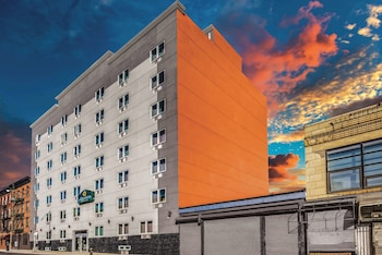 Picture of La Quinta Inn & Suites by Wyndham Brooklyn Central in Brooklyn