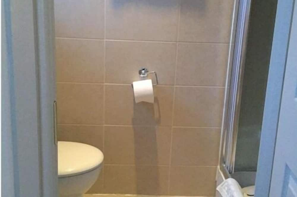 Standard - kahden hengen huone, Makuuhuoneen yhteydessä oleva kylpyhuone, Näköala puutarhaan - Kylpyhuone