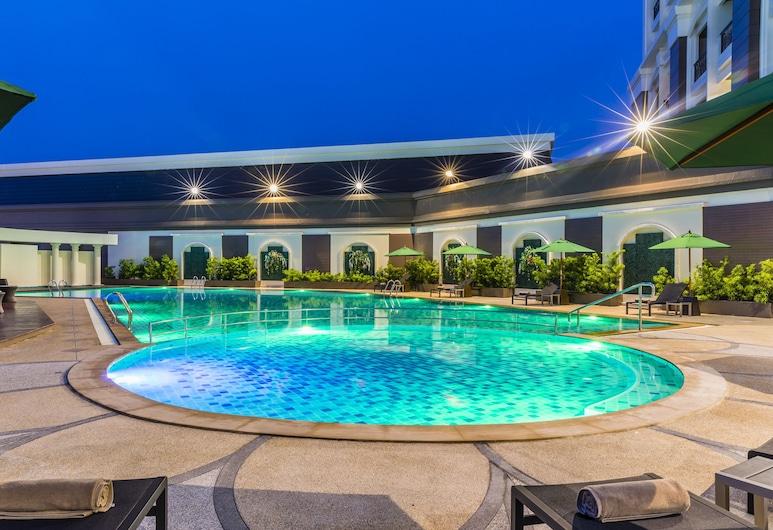 Grand Palazzo Hotel, Pattaya, Kolam Renang Luar Ruangan