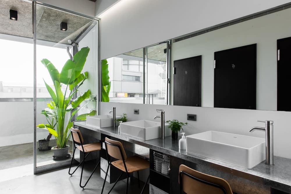 Loftas, bendras vonios kambarys - Vonios kambarys