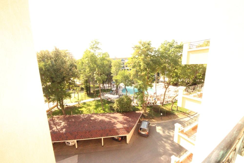 Menada Villa Bonita Apartments, Sunny Beach, Courtyard View