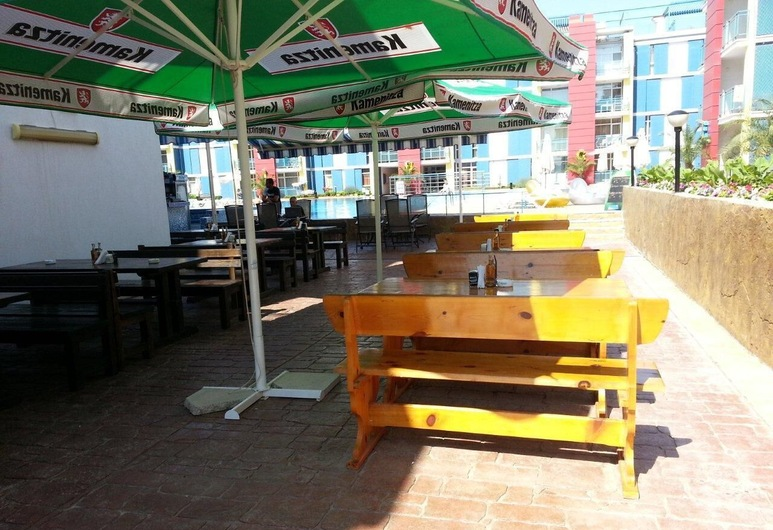 Menada Elit IV Apartments, Sunny Beach, Tempat Makan Luar Ruangan