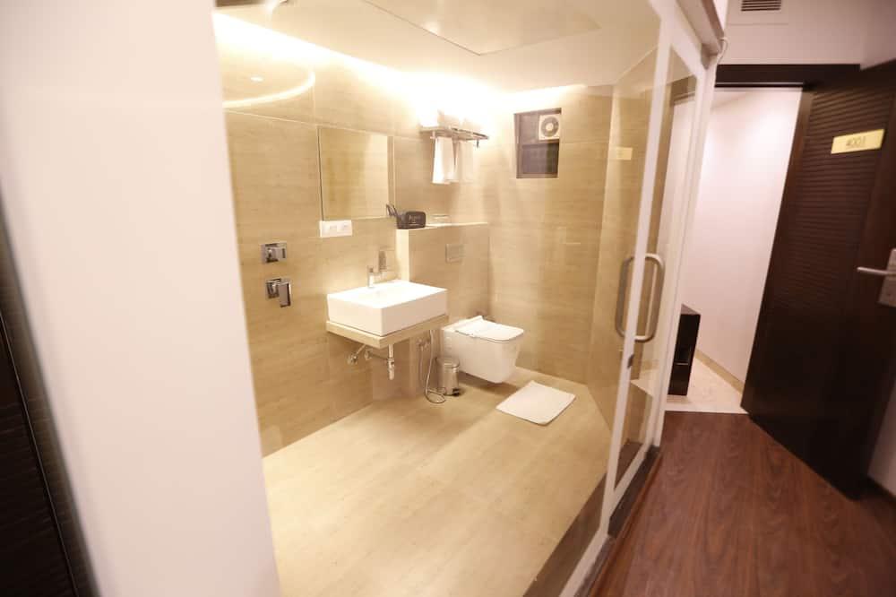 Kambarys verslo klientams, Rūkantiesiems, vaizdas į miestą - Vonios kambarys